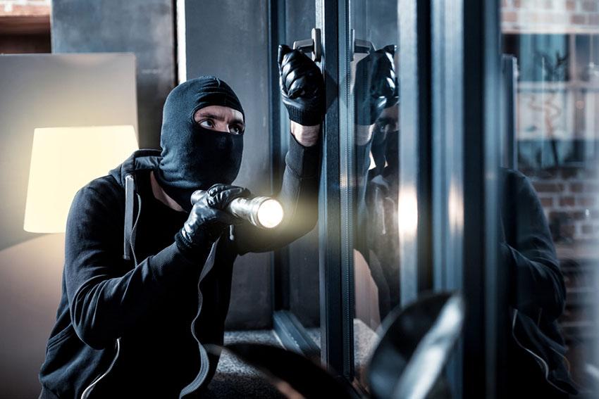 Illustration d'un voleur en cours d'intrusion